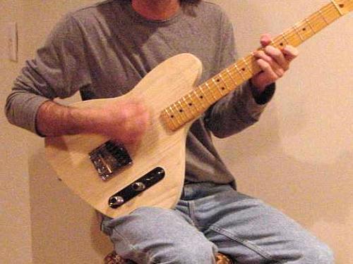 guitar position on right leg